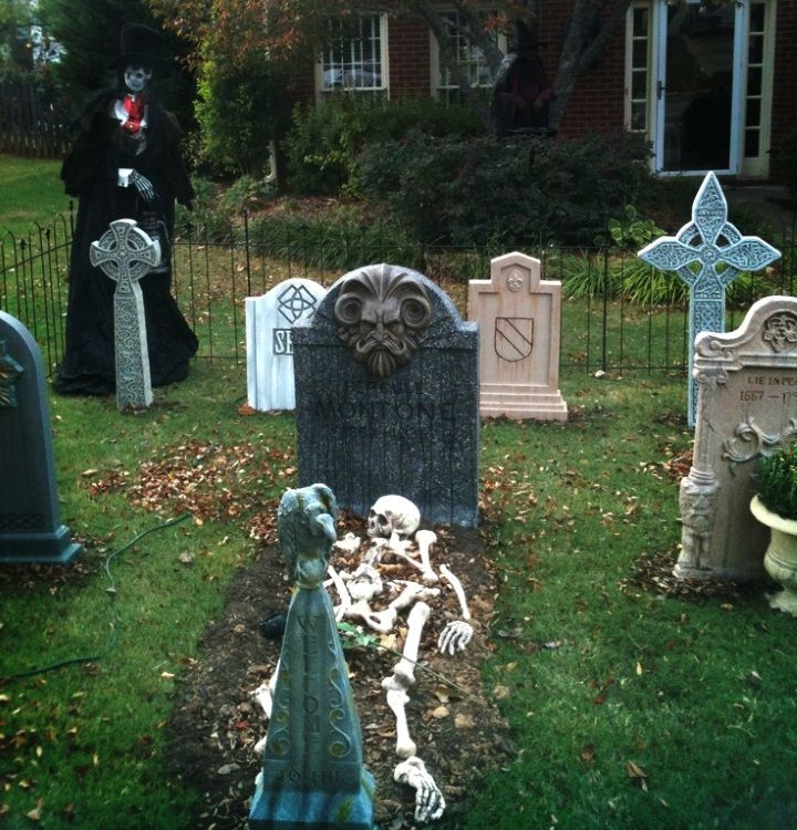 halloween graveyard decorations