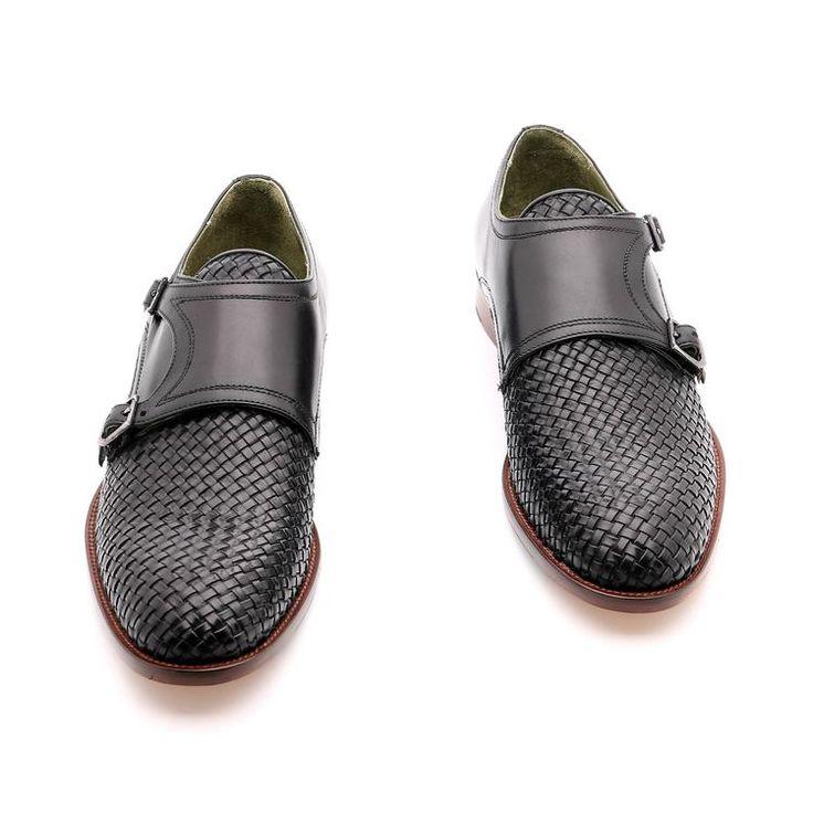 Scarpe primavera / estate per l'uomo, scarpe basse, colore nero, tessuti in vera pelle, Suola in gomma cucita con la scarpa con disegno antiscivolo in vera pelle, fatte a mano in Italia.
