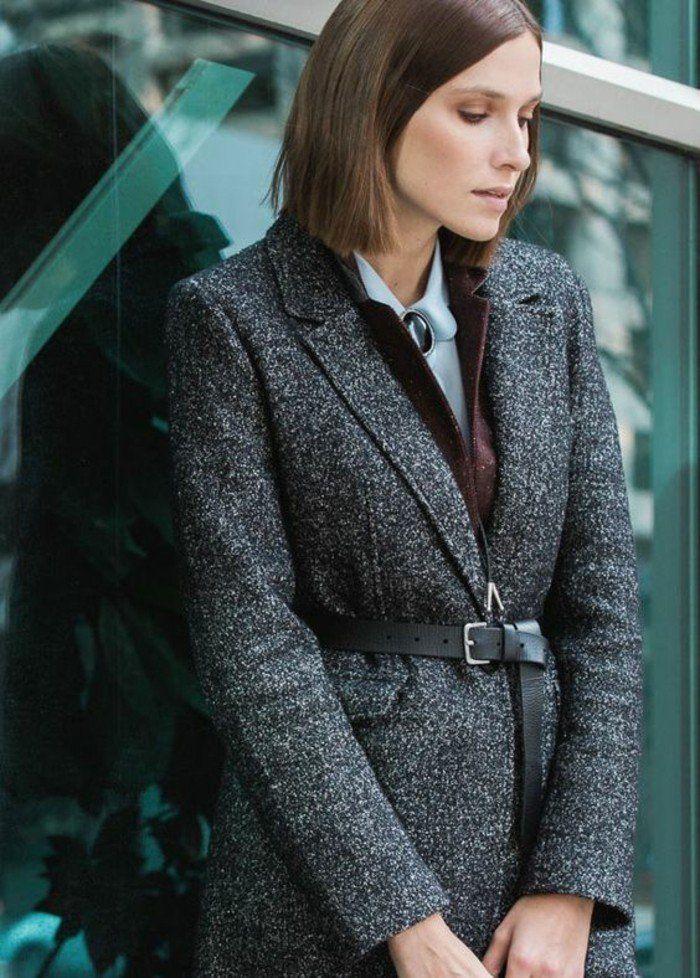 un manteau cintré femme combiné avec une ceinture en cuir