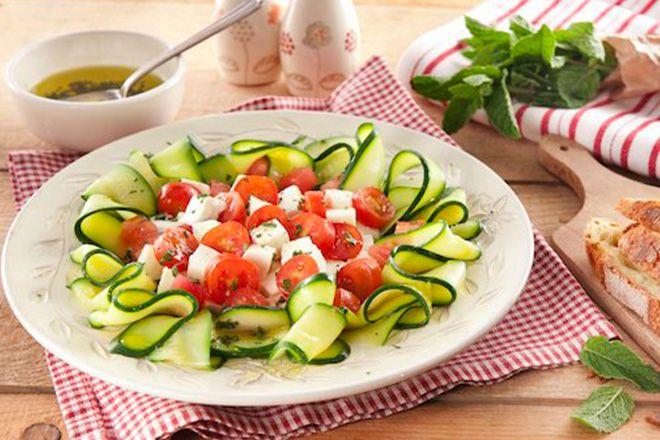 Rubans de courgettes Mozzarella façon caprese http://www.ilgustoitaliano.fr/recette/rubans-de-courgettes-mozzarella-facon-caprese
