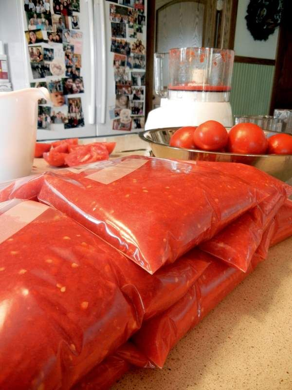 Totally Easy Way To Freeze Tomatoes | Deep Roots at Home. Yes! This I have time to do with all the lovely tomatoes gifted to me by our awesome neighbor.