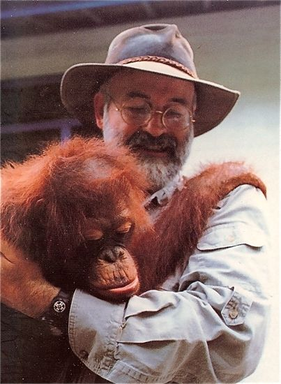 Terry Pratchett with a real orangutan (like his fictional Librarian)!