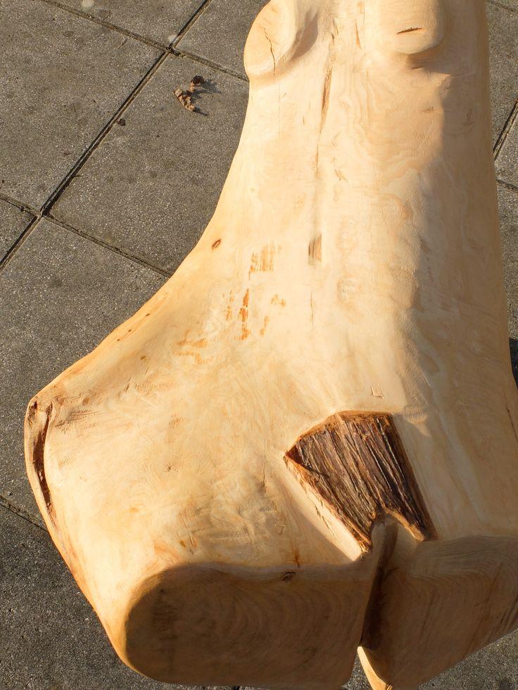 pedro d'oliveira. Anjo(a)?!,  escultura em madeira policromada (cedro e acácia).  Anadia, Aveiro, Portugal, dez.2015.
