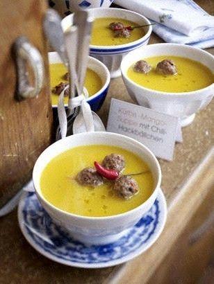 Das Rezept für Kürbis-Mango-Suppe mit Chili-Hackbällchen und weitere kostenlose Rezepte auf LECKER.de