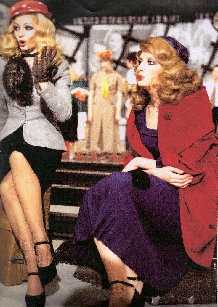 Mina e Raffaella Carrà nella puntata di Milleluci dedicata all'avanspettacolo (1974)