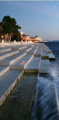 Sea organ - Zadar Croatia  A música da natureza. :)