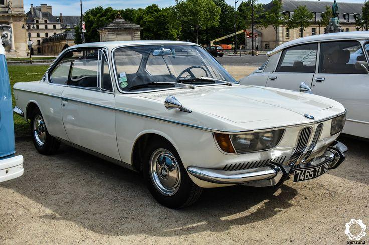 BMW 2000 CSà la Journée Nationale des Véhicules d'Epoque. Reportage : https://newsdanciennes.com/2017/05/02/1ere-journee-nationale-des-vehicules-depoque-jetais-a-paris/