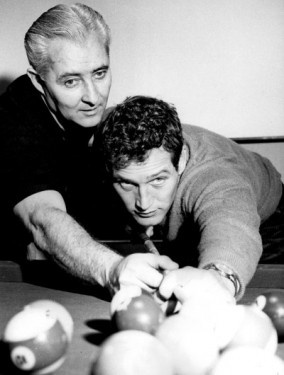 "World pool champion and film technical adviser Willie Mosconi teaches actor Paul Newman the art of billiards for the 1961 Robert Rossen film ""The Hustler""."