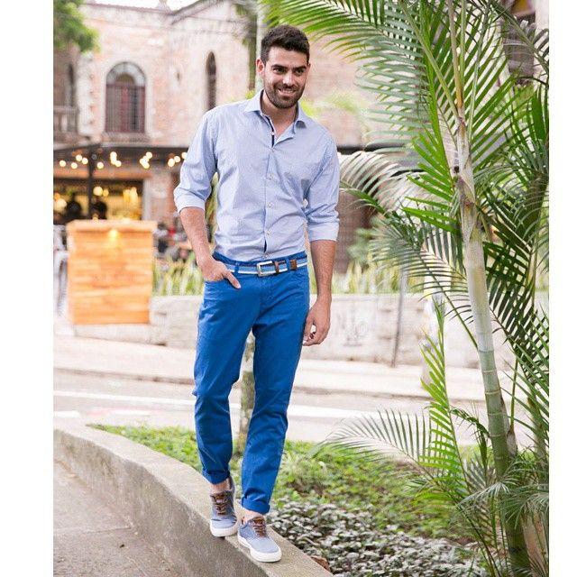 Trend alert!! monocromia en azules!! #mens #mensstyle #menswear #mensfashion #travelmen #delascar