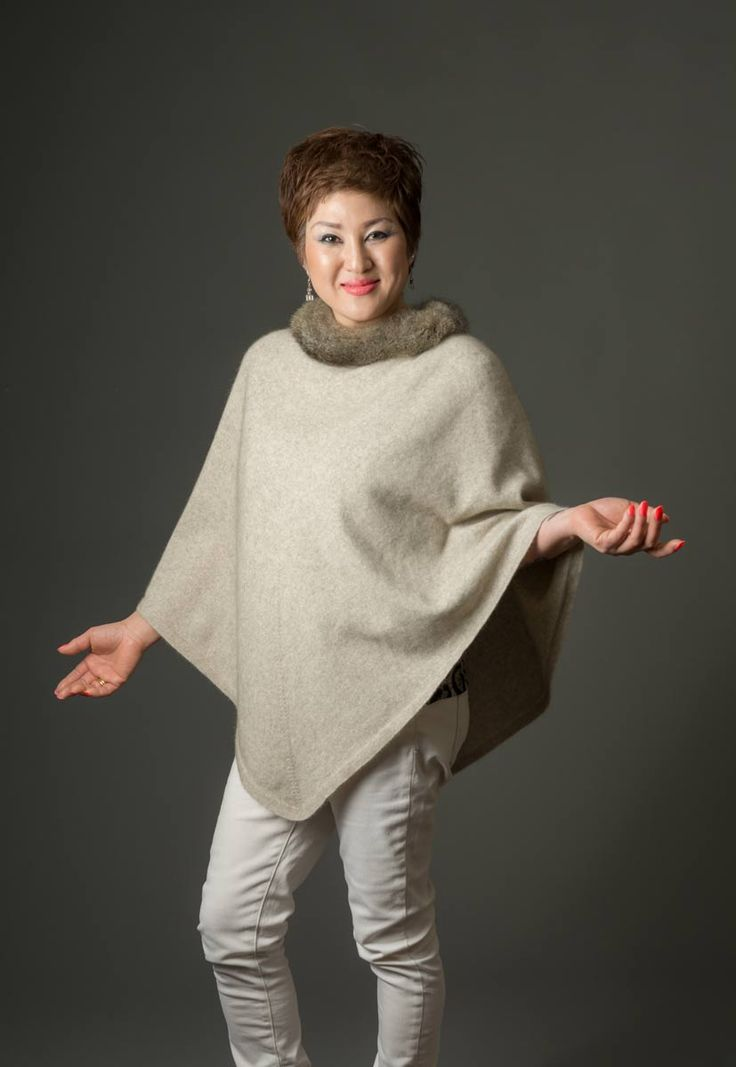This possum merino cape with real New Zealand opossum fur trim is gorgeous and it looks even better teamed with the fur trimmed wrist-warmers that match. A luxury blend of 20% possum fur mixed with 70% merino lambs wool and 10% silk in natural beige. High quality made in New Zealand.