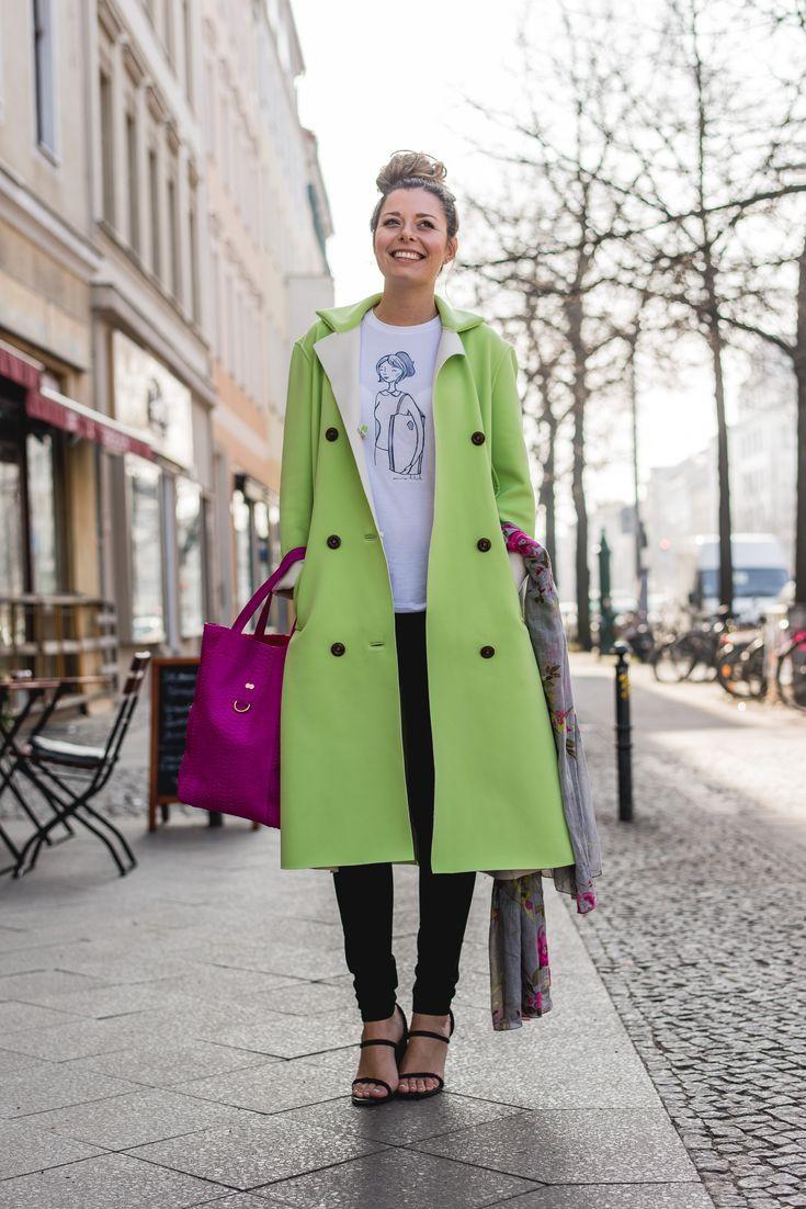 kostenloses Schnittmuster zum Download: grüner, langer Mantel mit Knöpfen