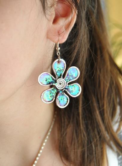 pendientes flor de hadas iridiscentes  aluminio,resina,acetato alambrismo- wire wrapping,resina