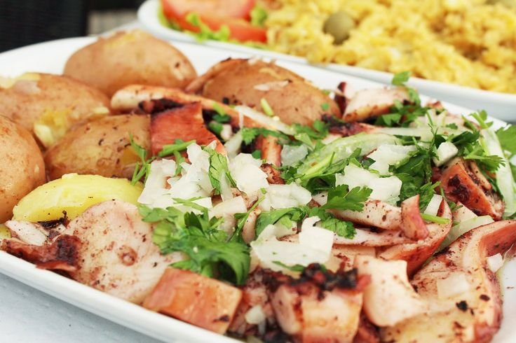 Dish.0653  ポルトガルのタコ料理 from Porto,Portugal. 欧米ではあまりタコを食べる習慣がない。イギリスなど一部の地域においては「Devil Fish」(悪魔の魚)などと呼ばれていたりもしている。ちなみに日本の消費量は世界一位で60%を占めるという統計も出ている。