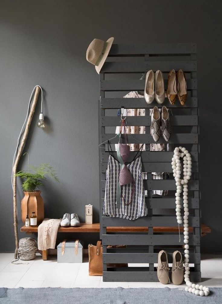 garderobe aus paletten selber bauen anleitung und ideen europalette diy pinterest. Black Bedroom Furniture Sets. Home Design Ideas