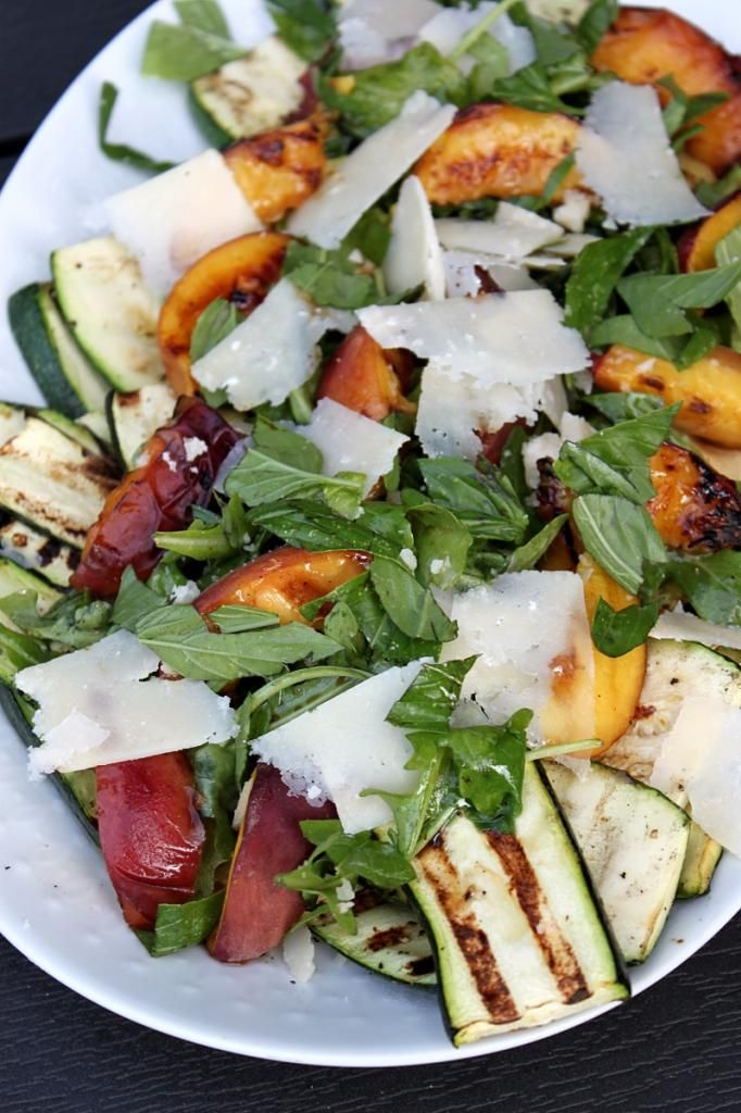 Summer salad with grilled squash, peach and manchego