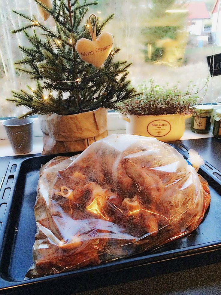 Har innsett at det må bli pinnekjøtt til jul her i gården... Derfor tar jeg i mot alle tips! HEGEMOR.COM: Superenkelt pinnekjøtt :)
