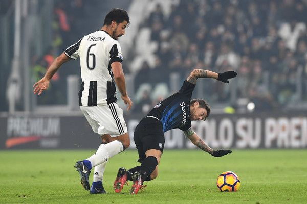 Sami Khedira (L) of Juventus FC tackles Alejandro Gomez of Atalanta BC during the Serie A match between Juventus FC and Atalanta BC at Juventus Stadium on December 3, 2016 in Turin, Italy.