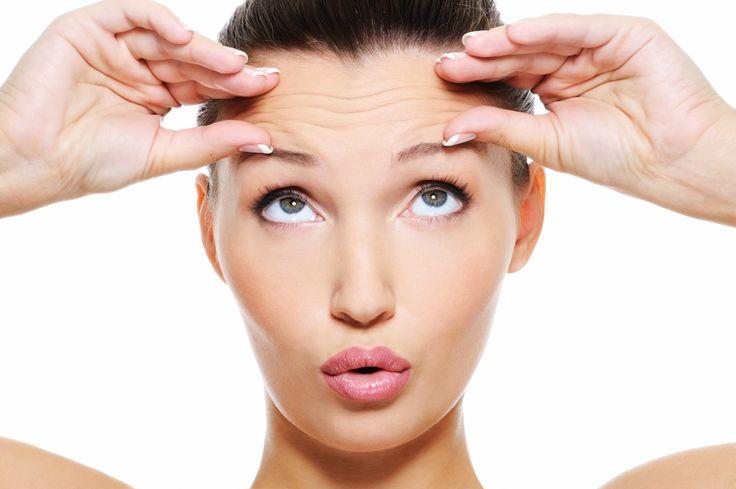 """ФЕЙСБИЛДИНГ: """"строим"""" лицо  Мышцы лица можно тренировать, как и мышцы тела. 8 упражнений для лица - и результаты впечатляющие!  1. Упражнение для лба. Положите пальцы обеих рук на лоб. Безымянные пальцы должны лежать на бровях. Теперь, преодолевая сопротивление пальцев, поднимите брови, стягивая кожу головы вперед.  2. Упражнение для глаз. Раскройте глаза как можно шире, проще говоря, """"вытаращитесь"""" вперед, насколько это возможно. Затем расслабьтесь.  3. Упражнение для щек. Улыбаться…"""