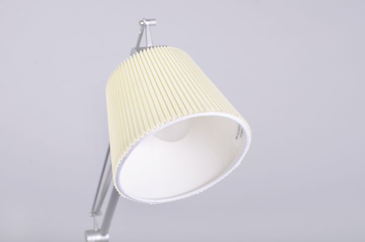 Nowoczesna lampa Aga Table. Fot. Custom Form.