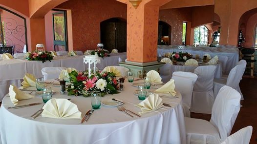 Simple deco for wedding...tables ready @ Vivenda MIranda