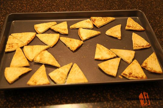 Toasted Triangles – These toasted triangles are very healthy and nutritive packed appetizer especially for calorie conscious people.    RECIPE : http://www.allfoodsrecipes.com/recipe/toasted-triangles/
