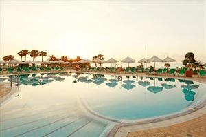 Spanje Costa Del Sol Torremolinos   Dé topper in ons aanbod Service met een glimlach  Toplocatie direct aan zeeHet uitstekende 4-sterren hotel Amaragua heeft een prachtige ligging direct aan de wandelboulevard en net...  EUR 403.00  Meer informatie  #vakantie http://vakantienaar.eu - http://facebook.com/vakantienaar.eu - https://start.me/p/VRobeo/vakantie-pagina