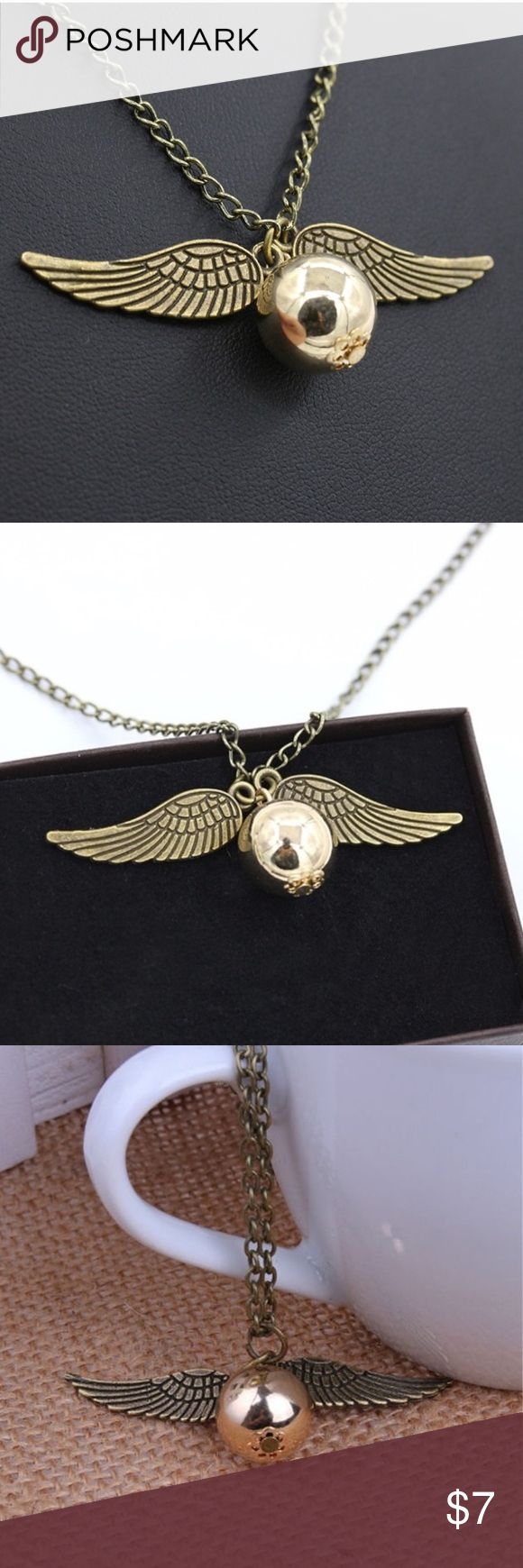 HARRY POTTER Golden Sneaker Necklace NWT Harry Potter Golden Sneaker Necklace NWT Harry Potter Jewelry Necklaces