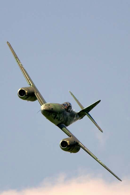 Beautiful lines of the Me262