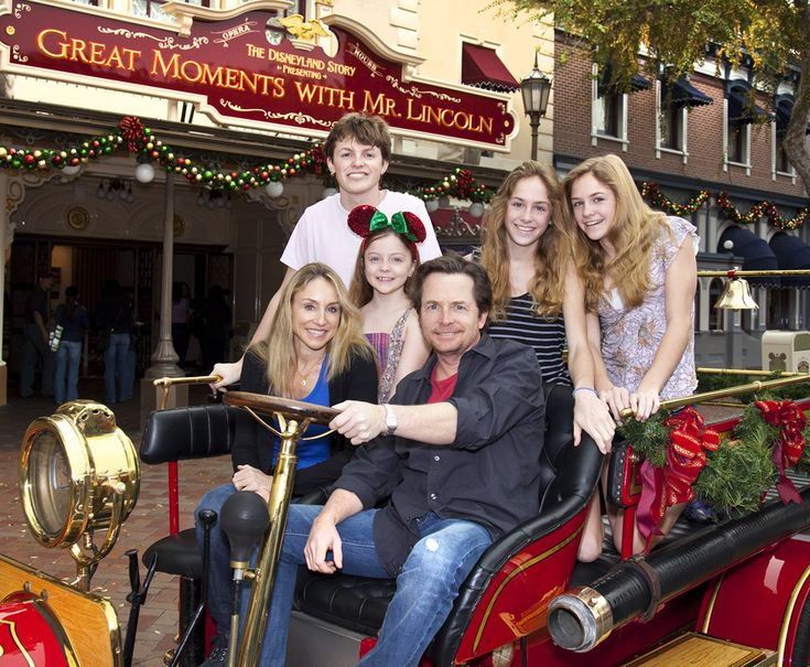 Michael J. Fox with wife Tracy Pollan and son Sam (born 1989), twin daughters Aquinnah & Schuyler (born 1995), and daughter Esme (born 2001).  Michael & Tracy have been married since 1988 so will celebrate their silver wedding anniversary this year.