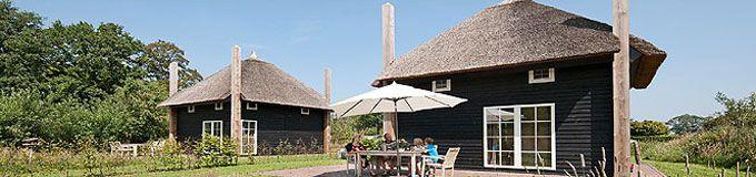 Een hooiberg was vroeger een vrijstaand bouwwerk voor de opslag van stro, hooi en koren. Maar tegenwoordig denken wij bij Origineel Overnachten bij het woord Hooiberg eerder aan een luxe vakantieverblijf in de Twentse Reggestreek! #origineelovernachten #officieelorigineel #reizen #origineel #overnachten #slapen #vakantie #opreis #travel #uniek #bijzonder #slapen #hotel #bedandbreakfast #hostel #camping #kids