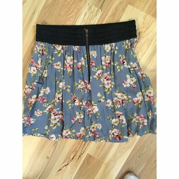 Floral high waisted skater skirt Floral pattern with a cinched waistband and a usable zipper. Very cute and summery! Has pockets! Very soft material. Worn a handful of times, I've just grown out of it Mine Skirts Circle & Skater