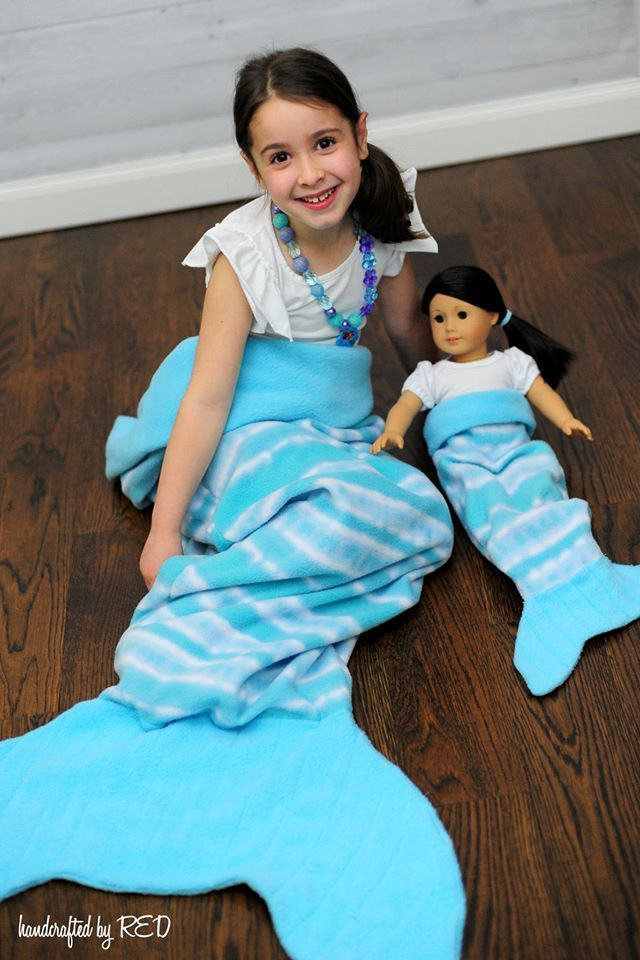 Tutorial and pattern for mermaid tail blanket for children and dolly