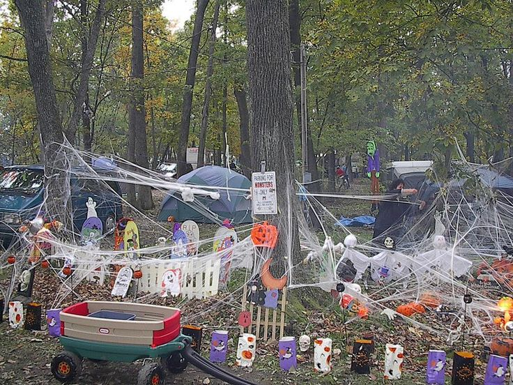 halloween decorations | RV Halloween decorations at the RV campground. photo by sully 213