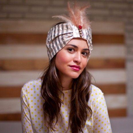 Turbantes para invitadas de boda. El Turbante es el complemento que más estilo y sofisticación derrocha. Di si al turbante!