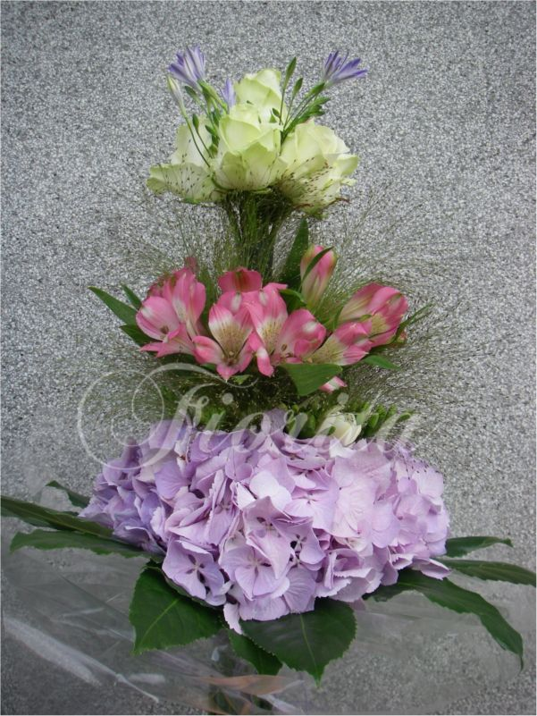 Patrová kytice z hortenzií, alstroemérií a růží