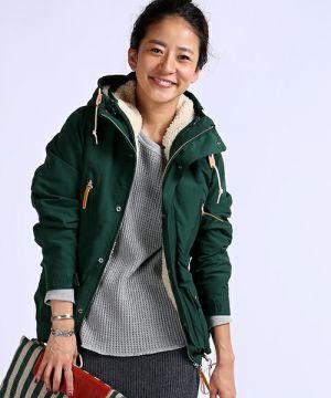 モスグリーン×グレーは使いやすい! <秋冬ファッション マウンテンパーカー・レディース>