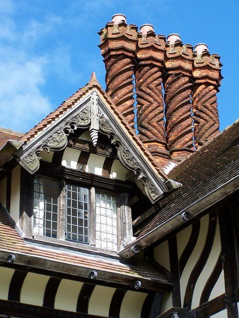the beautiful twisted chimneys at wightwick manor in wolverhampton...and all of the interior was especially designed by William Morris!