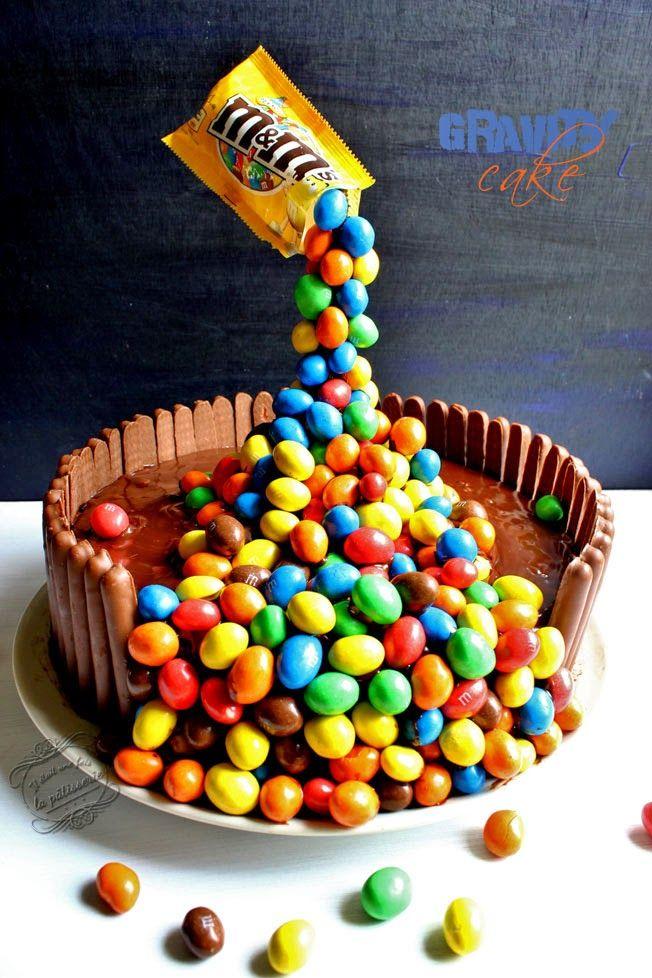 Gravity cake (gâteau suspendu au chocolat, noix de coco & m&ms)