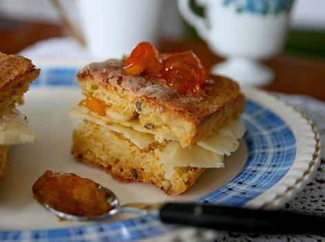 Morotsbröd med honung (carrot bread with honey)
