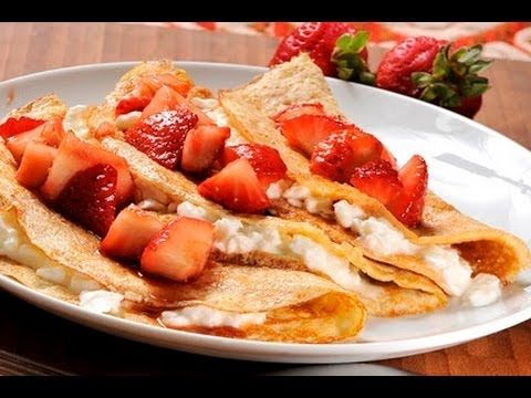 Crepas de queso con fresas. Estas crepas se pueden rellenar de lo que tu prefieras, ya sea dulce o saldo.