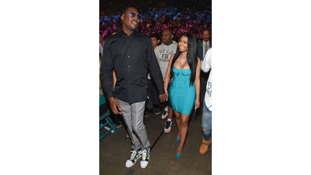 Couple Style: Nicki Minaj and Meek Mill | A Match Made in Rap Heaven It's obvious Nicki Mianj and Meek Mill have a serious love connection, but here's a look at their couple style that will leave you convinced they're a style match made in rap heaven. By Jazmine A. Ortiz  The rappers show up hand-in-hand to the Floyd Mayweather vs. Manny Pacquiao boxing match stuntin' in their fight-night getups. The Young Money rapper shows off in a body-hugging Herve Leger dress, while her MMG counterpart…