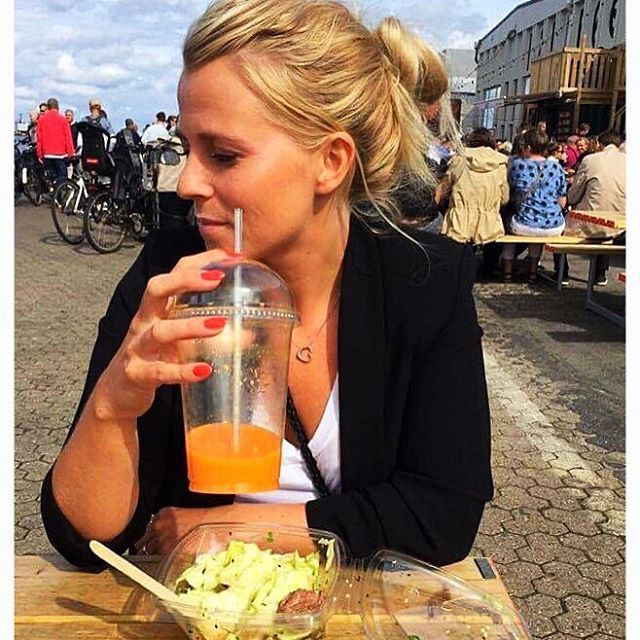 ........About last weekend.......... 🔸Street food-papirøen-Copenhagen🔸 Great place where you can have all types of food, I went for a Asia style salad and a energy carrot ginger juice... Hope you had a great Sunday and are ready for to kick start a new week 💪🏼😄