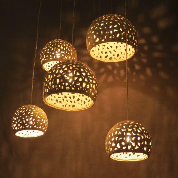 Witte hanger licht. Keramische lampen. door rachelnadlerceramics