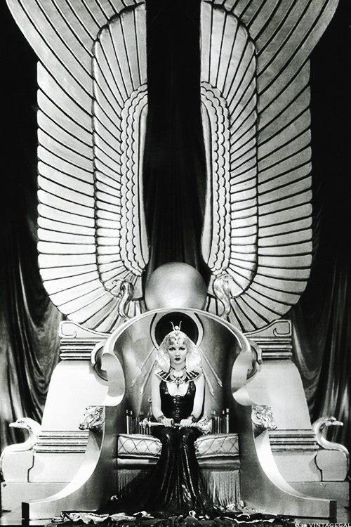 \><\  Claudette Colbert as Cleopatra  #beyond