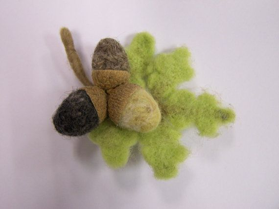 Acorns felt brooch by ArteAnRy on Etsy, €10.00