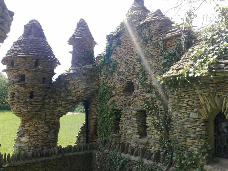 All stone Hobbit House in the Cotswolds - abandoned, amazing - more pics, including interior...