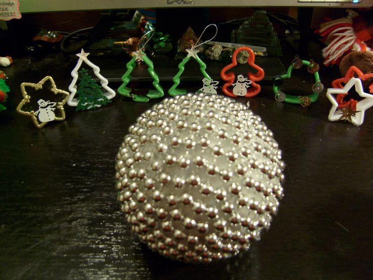 Esfera navideña plateada