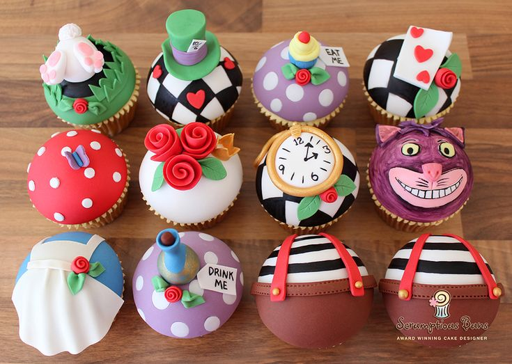 Alice In Wonderland cupcakes made for Mothers Day to accompany an Alice In Wonderland tea set from Whittards.