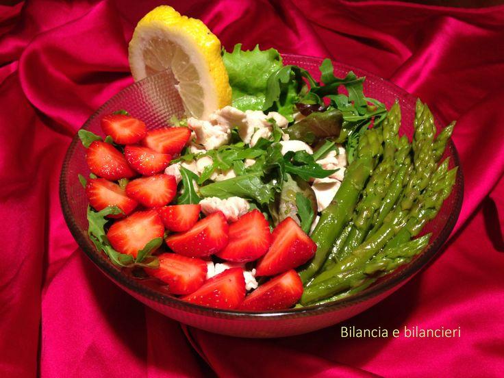 Insalata di pollo asparagi e fragole