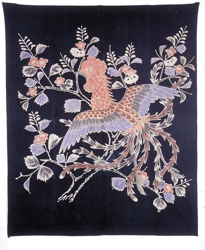 Futon cover with phoenix and paulownia 桐に鳳凰文筒描木綿布団地 明治時代. Japan. Meiji period (1868-1912) Materials: Indigo-dyed cotton with hand drawn paste-resist (tsutsugaki) decoration. Asian Art Museum